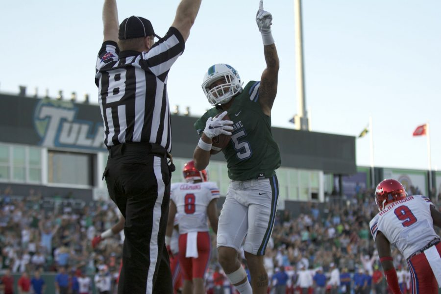 Redshirt+sophomore+wide+receiver+Terren+Encalade+clutches+the+ball+in+a+game+against+Southern+Methodist+University.%C2%A0