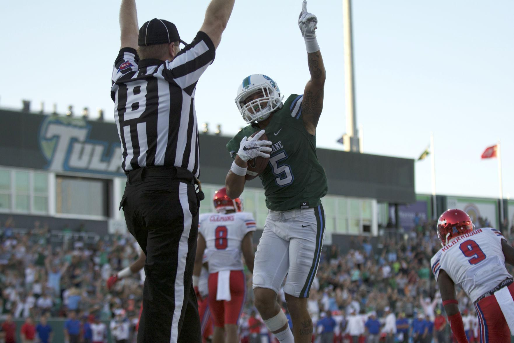 Redshirt sophomore wide receiver Terren Encalade clutches the ball in a game against Southern Methodist University.