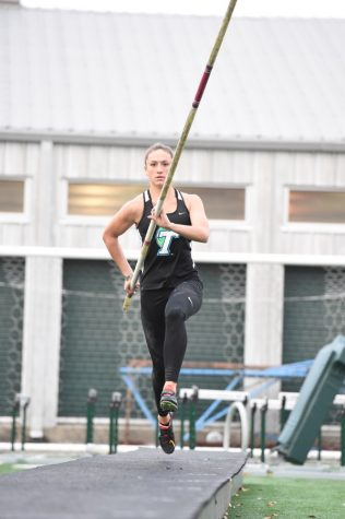 Pole vault veteran performances highlight Indiana Relays