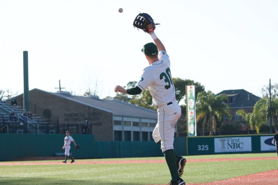 Sophomore+outfielder+Grant+Witherspoon+catches+a+fly+ball+during+a+game+against+Pepperdine+University+%28Witherspoon+will+wear+No.+24+this+year%29.+Tulane+swept+Pepperdine+in+the+March+4-6+2016+series+at+Greer+Field+in+Turchin+Stadium.