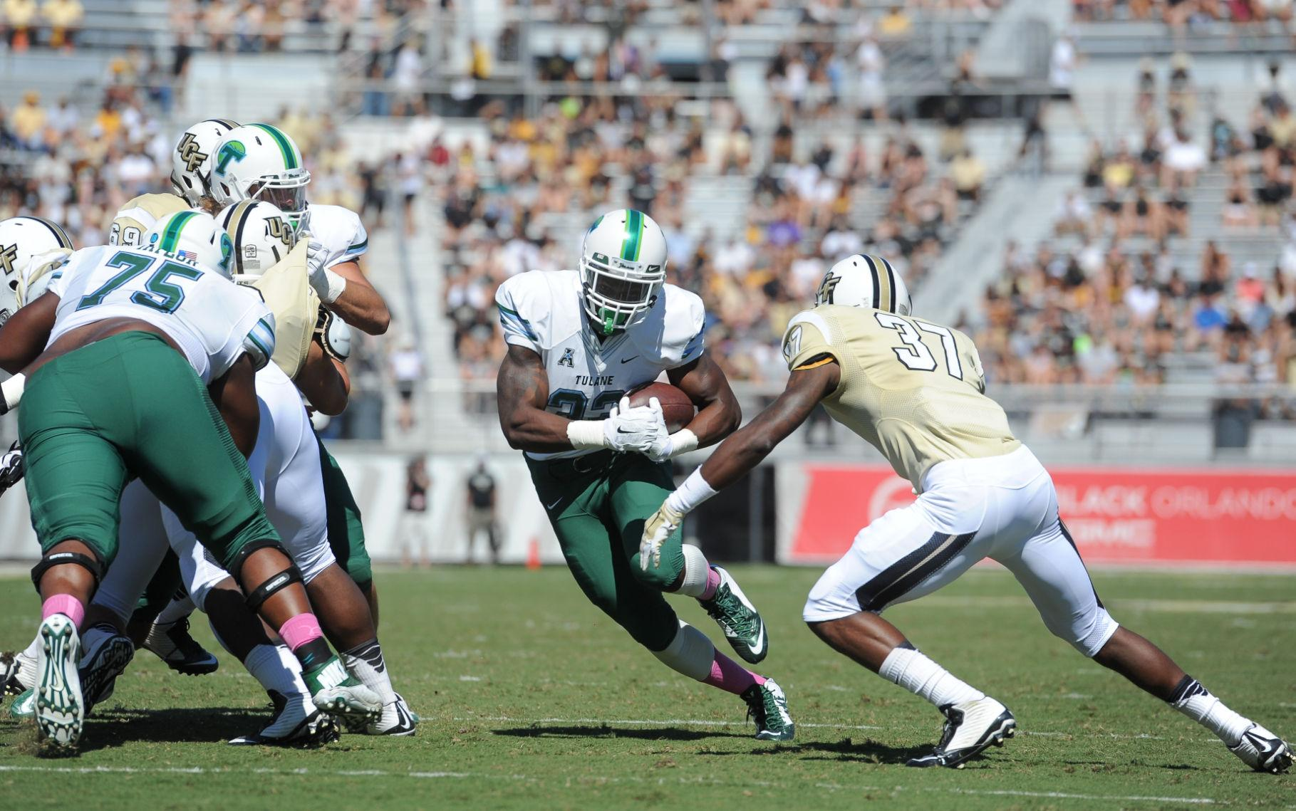 Redshirt freshman Lazedrick Thomspon rushes the ball in a 20-13 loss against Central Florida in Orlando, Florida. Thompson rushed for 63 yards on 12 attempts in the loss.