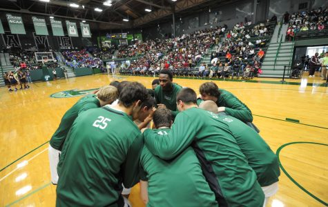 The Tulane men's basketball team huddles before its exhibition game against Loyola New Orleans in Nov. 2014.