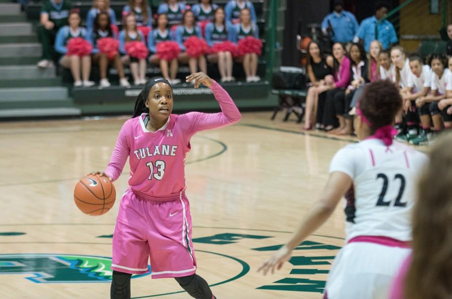 Junior guard Caylah Cruickshank faces off against senior Cincinnati guard Bianca Quisenberry during the Green Wave's Feb. 15 matchup at Avron B. Fogelman Arena in Devlin Stadium. Cruickshank scored 8 points en route to Tulane's 62-51 win.
