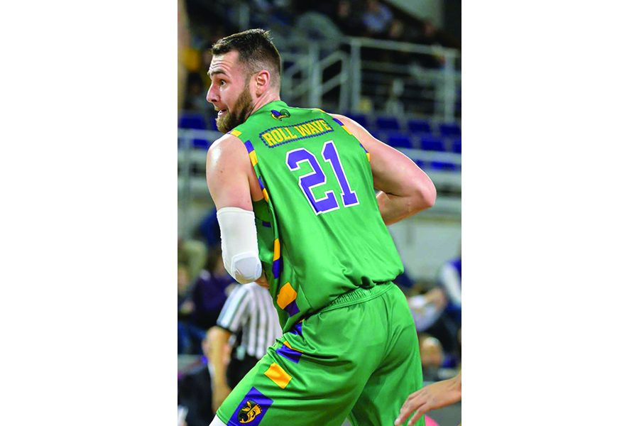 Men's basketball celebrates Mardi Gras in style with themed jerseys
