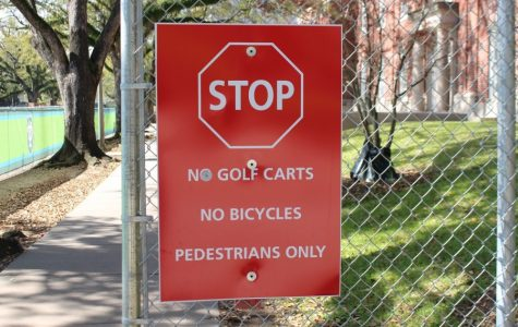 Bicyclists, pedestrians complain about bike accessibility on campus