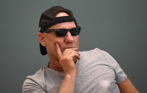 Shoe designer Steve Madden speaks to students about self-made success