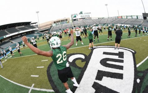 Football begins practice for 2019-20, hosts spring game