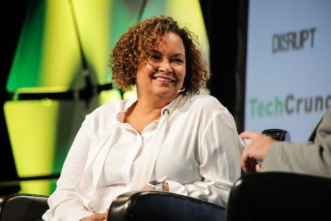 Apple executive Lisa Jackson receives Tulane's 2019 Distinguished Alumni Award