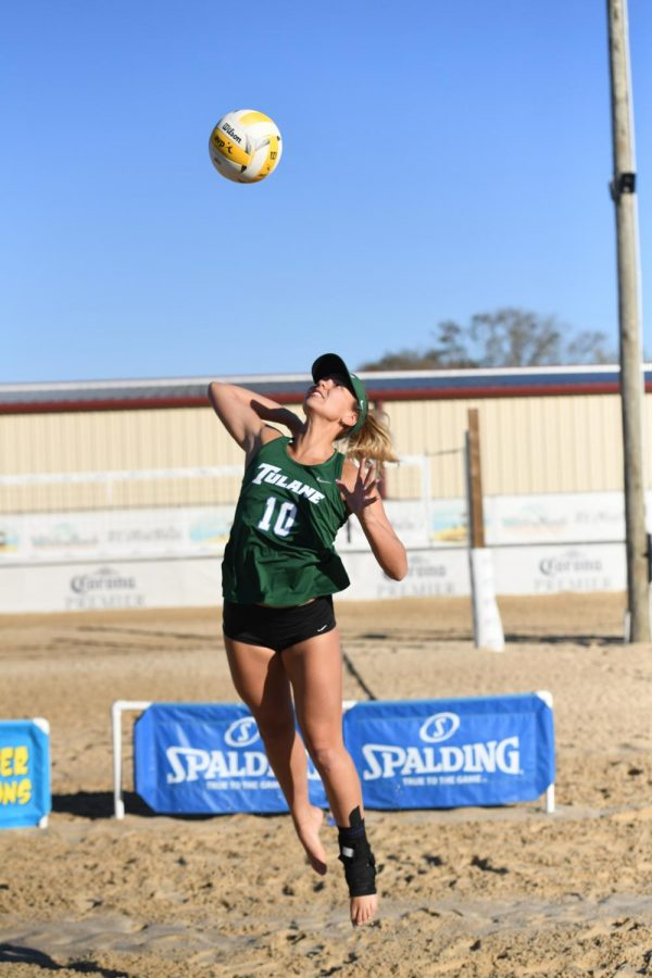 Tulane beach volleyball players practice to prepare for upcoming 2020 season.