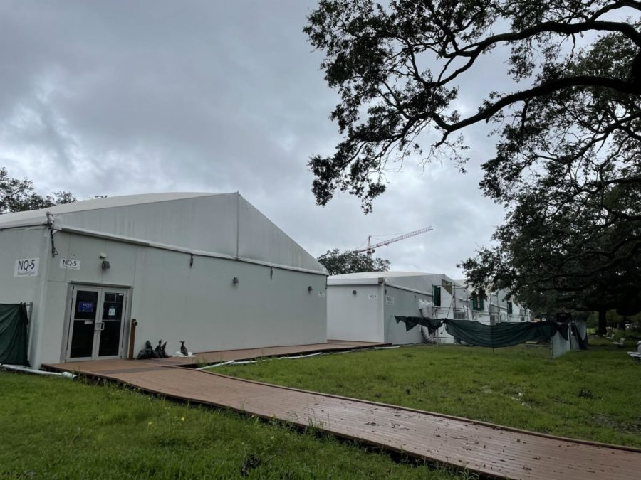 Photo of the exterior of the temporary buildings on Tulanes campus.